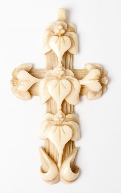 croix en ivoire, travail de Dieppe