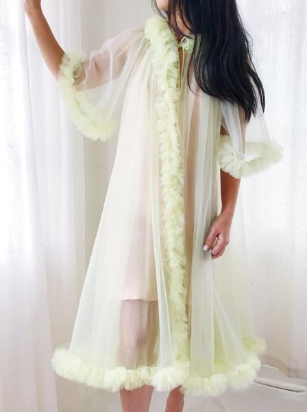 6090fca57d8 1960s Sheer Tricot Dressing Gown/Duster - One Size   Σύνολα in 2019 ...