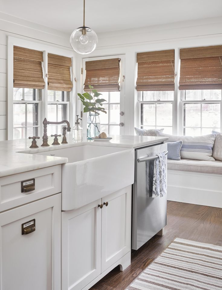 Joanna gaines would love this amazing farmhouse kitchen