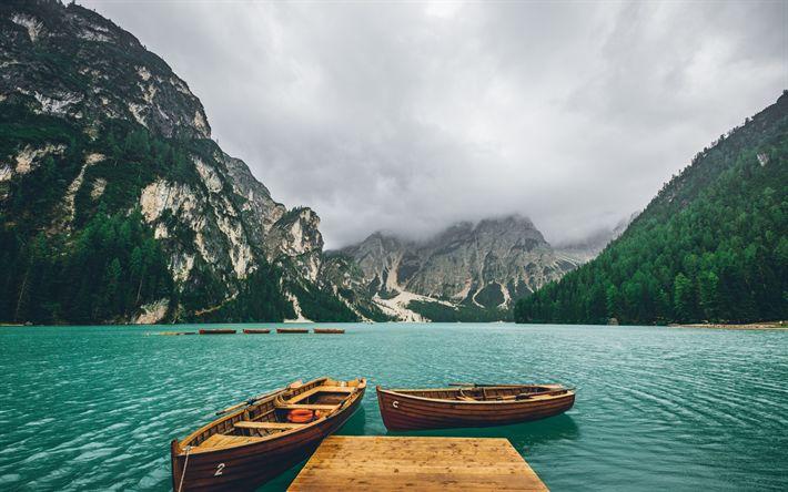 Descargar fondos de pantalla Lago de montaña, muelle, los barcos de madera, paisaje de montaña, la niebla