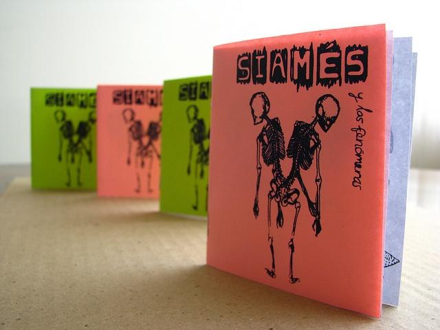 Siamés y las Fenómenas, via Flickr.