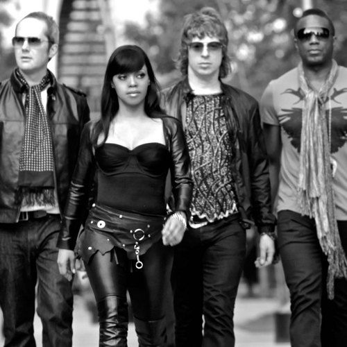 Inspired by James Brown and leaking happiness from their songs including 'Sunlight' and 'Turn The Music Up' the Brand New Heavies new album 'Forward' takes you back to the 90's with instrumental funk and jazz. This album invites everyone to...