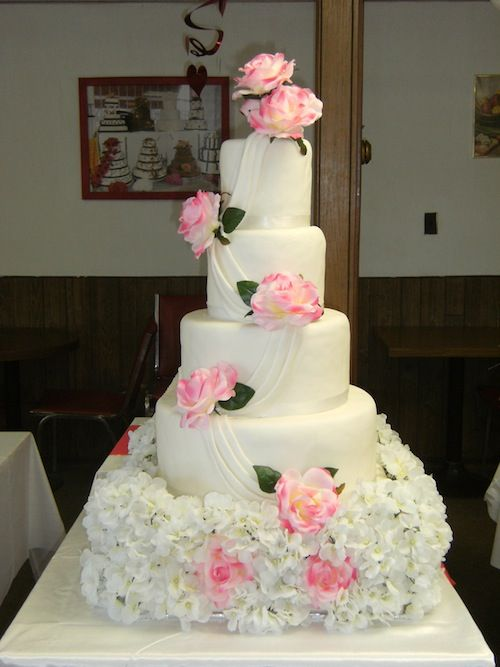 Riverside Restaurant & Bakery will work with you to custom design a cake that is not only beautiful but absolutely delicious and within your budget.