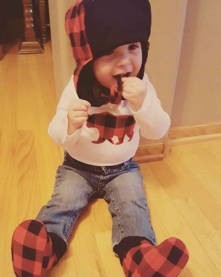 Lumberjack Outfit, Hat Booties Bear Onesie, Red Black Plaid infant, baby boy coming home outfit, infant baby boy, Lumberjack outfit for baby by Cuddlythreads on Etsy https://www.etsy.com/listing/508588555/lumberjack-outfit-hat-booties-bear