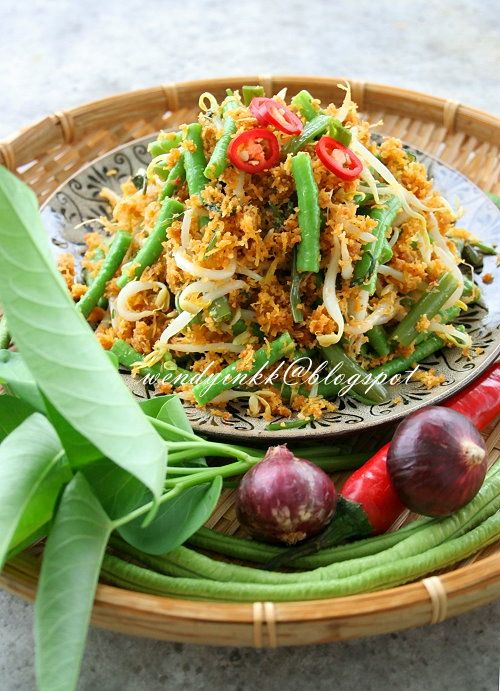 An addictive salad that made me keep on munching. I remembered an urap on my Balinese Rijsttafel that I had in Kunyit Bali restaurant...