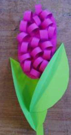 Hyacint voor op het raam.  http://www.adlj.nl/laed/wp-content/uploads/2009/12/HyacintPapierRuimtelijk.pdf Werkblad op deze website.