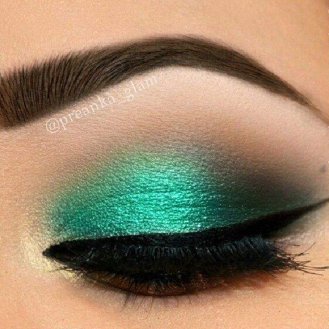 Emerald green eyeshadow look