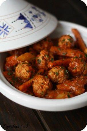 Me voilà de retour après quelques jours de vacances qui m'ont fait du bien car il faut bien se deconnecter un peu de tout de temps en temps ! :) Aujourd'hui, je vous propose une recette marocaine qui consiste à un tajine de boulettes de poisson, j'ai...