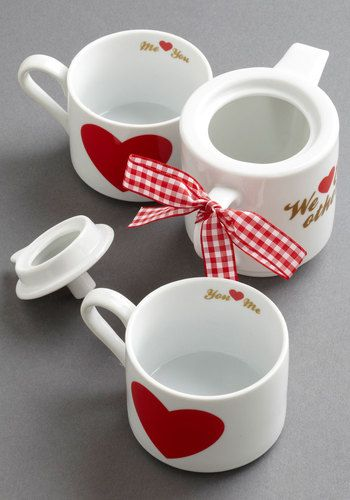 Sweetly Sipping Tea Set - the cups and kettle stack together  http://rstyle.me/n/ejs27pdpe