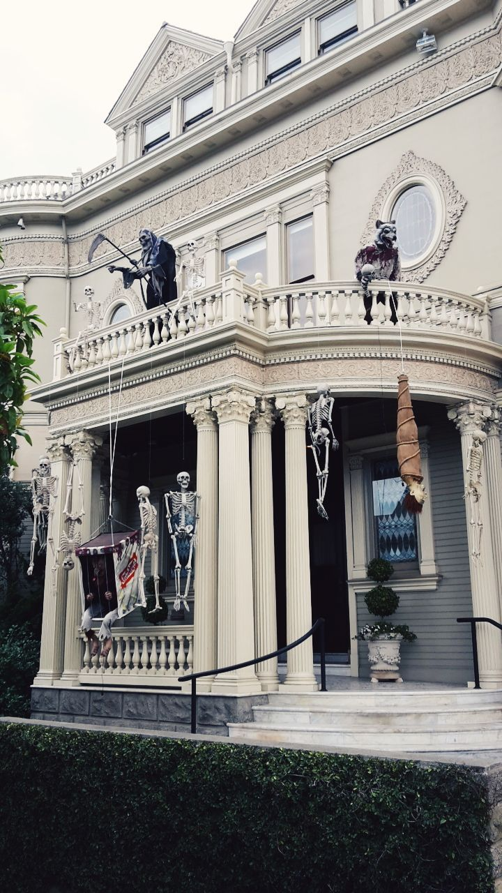 La maison de l 39 horreur halloween white sanfrancisco for Maison de raiponce
