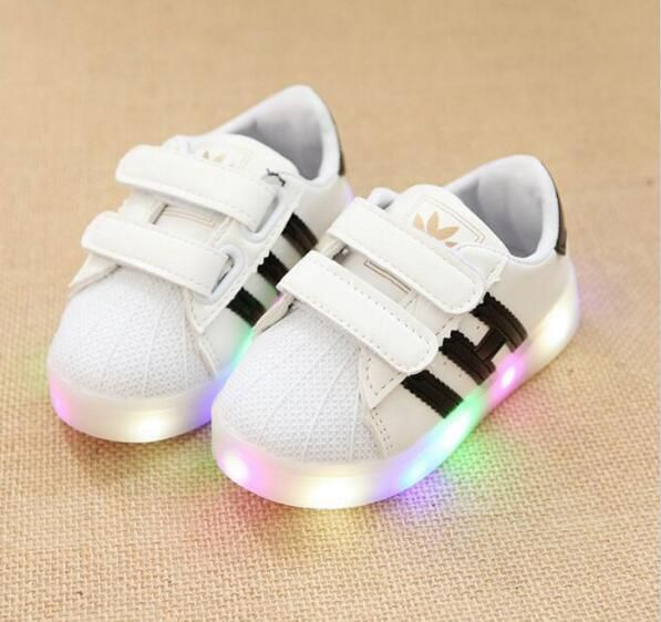 2017 famous brand hot sales Famous brand cool kids shoes LED light fashion baby sneakers casual funny design girls boys shoes