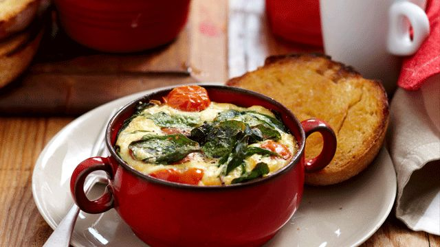 A delicious recipe for Baked spinach eggs brought to you by ninemsn.