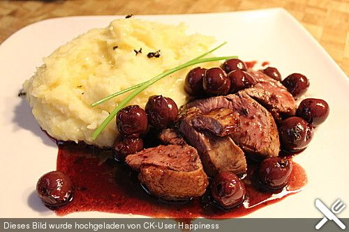 Barbarie - Entenbrust mit Portwein - Kirsch Sauce, ein sehr schönes Rezept aus der Kategorie Geflügel. Bewertungen: 81. Durchschnitt: Ø 4,5.