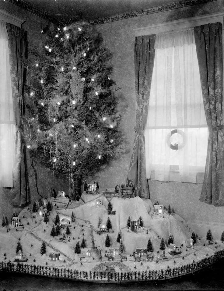 Christmas tree from Holsinger Studio Collection · Holsinger's Studio (Charlottesville, Va.) · 1890-1938 · Albert and Shirley Small Special Collections Library, University of Virginia.