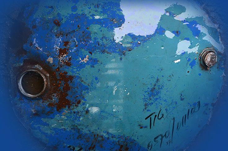 Rust and Patina Photos : 011.photo detail iron drum