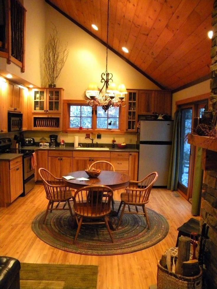 cozy cabin in the woods retreat and fallingwater, home decor, I loved the lofted ceilings here