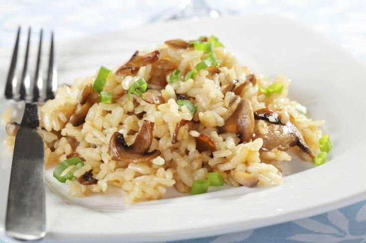 Safranlı mantarlı pilav tarifiyle safran aromasıyla zenginleşen mantarlı pilavı çok seveceksiniz. Et ve tavuk yemeklerinizin yanına harika bir yancı.