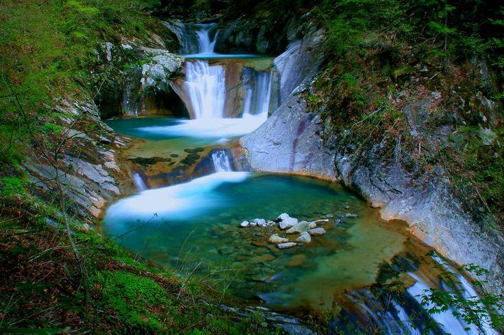滝 : 山梨県 西沢渓谷 七ツ釜五段の滝