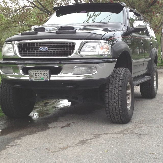 """Ford Expedition 5.4liter 6"""" lift kit  35"""" wheels Complete airbag system"""
