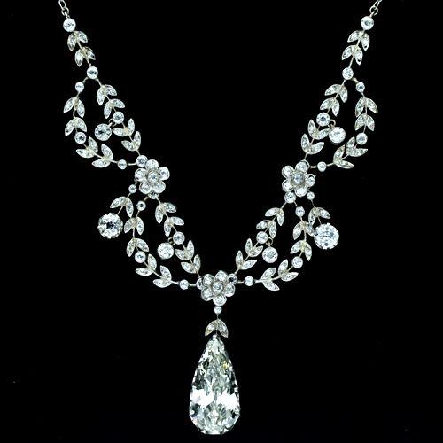 Google Image Result for http://diamondsinstyle.com/blog/wp-content/uploads/2011/07/Elegant-Belle-Epoque-Diamond-Necklace.jpg: Flowers Accent