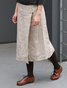 Linen wrap skirt from envelope - I like the light skirt with black top and tights, brown shoes.