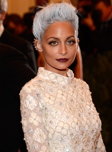 Nicole Richie Height Weight Body Statistics. Nicole Richie Height -1.55 m, Weight -51 kg, Measurements -34-24-32 inch, Bra Size -34A, Shoe size -7, Favorite