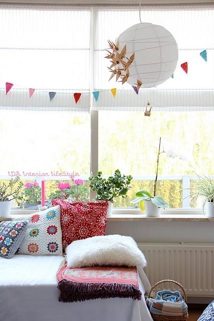 simplicity but splash of color. love the plants on windowsill