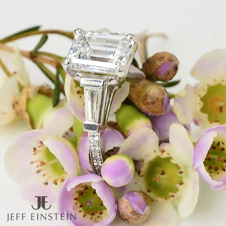 For all you emerald cut diamond lovers, would this be your perfect engagement ring? #jeffeinsteinjewellery #doublebay #emeraldcut #emeraldcutdiamond #engaged #engagement #engagementring #diamond #diamondring #wedding #weddingring #sparkle #jewelry #jewellery #ring
