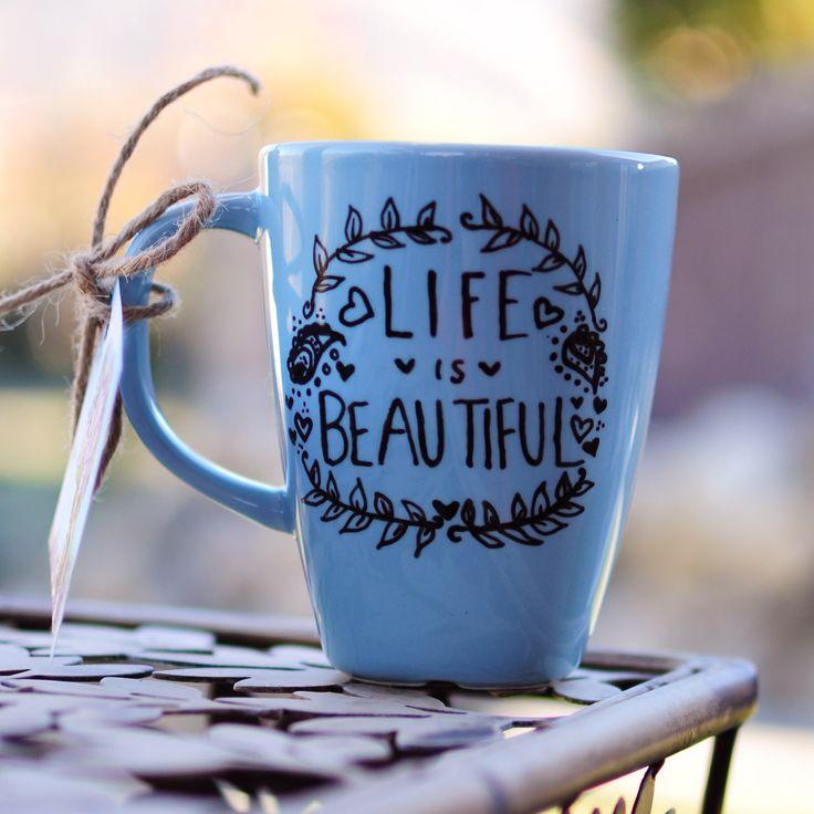¡Esta taza nos recuerda que la vida es bella!