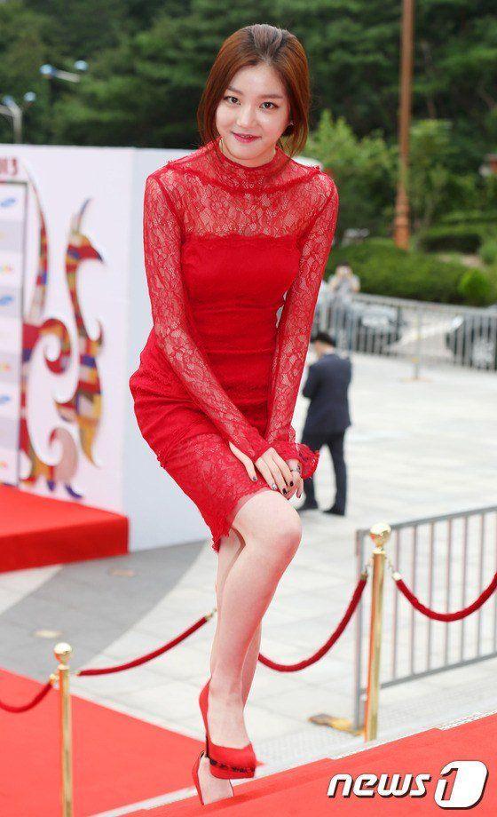 Lee Yoo-bi (이유비)