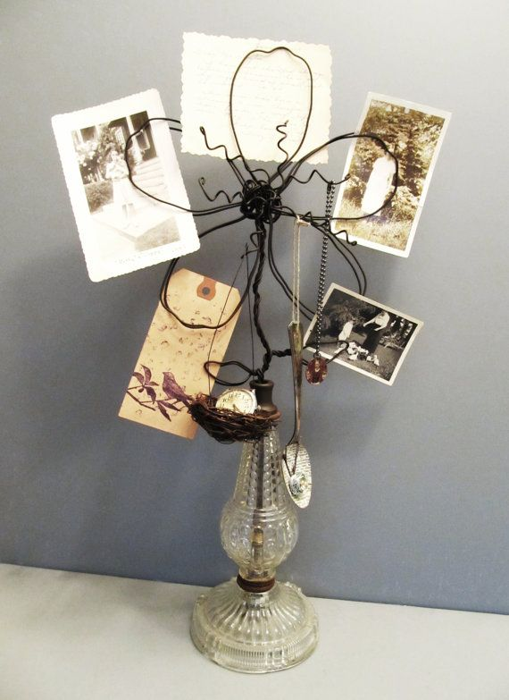 """COOL Idea ... Old Lamp Base...re-purposed into a funky wire """"flower"""" photo/memo holder!!  Could use any lamp base, colors, funky bright pink for  a girls room, etc ... Love the idea ..."""