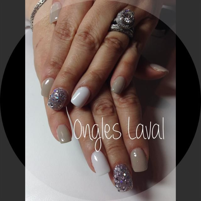 http//www.facebook.com/onglelaval Taupe white and silver nails