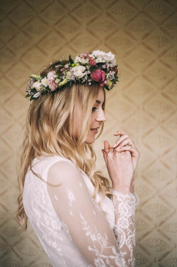 Lace sleeves and pretty pink floral crown | Image by Slubnestudio