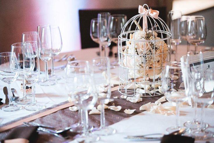 Decoration mariage en chocolat et p che avec cage oiseau centre de table - Plan de table cage oiseau ...