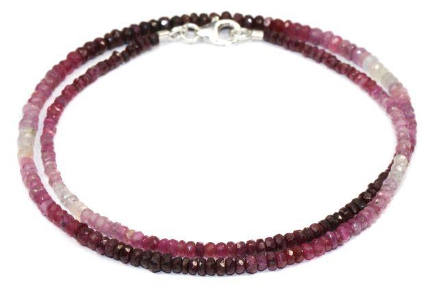 Die Rubin Linsen sind facettiert, farbverlaufend und ca. 3 mm groß.  Die Rubin Kette ist auf Edelstahl aufgezogen. Die Länge der facettierten Rubin Kette ist ca. 45 cm.