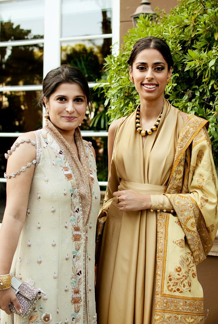 Ooh, look at these lovely ladies in salwars. Sophisticated is the word! #indian #wedding #guest