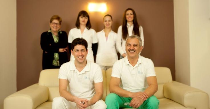 Io non esiterei a raccomandare lo studio dentistico a chi cerca cure dentistiche professionali a costi piů bassi.