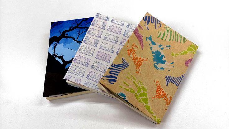 簡単に手作りできるブックカバーの作り方をまとめました。紙・紙袋、布・布製、文庫本からA5・A4・A3サイズ対応の印刷ブックカバー、手ぬぐい、クリアファイル、トレーシングペーパー、折り紙、クラフト紙など、さまざまなブックカバーの作り方をご紹介しています。