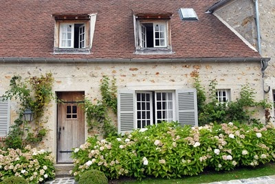 Living Beautifully: Sweet cottages- shutters