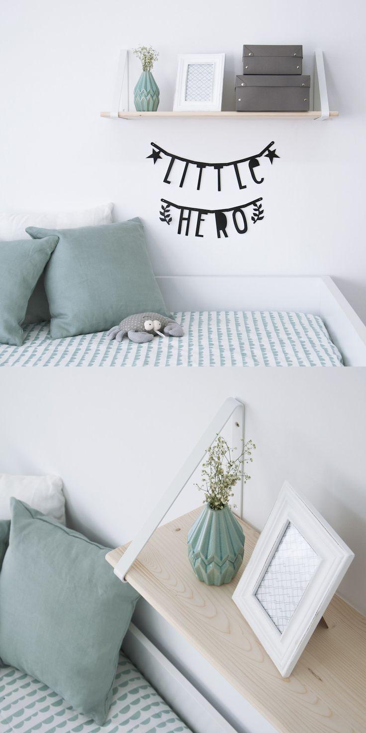Estante blanco Oiled   ¡Vuelve a nuestra web el estante Oiled! Un estante de madera con apoyos metálicos perfecto para completar la decoración de cualquier estancia. En la habitación de los peques de la casa, en el estudio, en el salón, ¡quedará genial en cualquier rincón!  Disponible en cuatro colores: blanco, negro, gris y menta.  #kenayhome #kenay #home #estante #blanco #madera #oiled #menta #decoración #diseño #interior #infantil #kids #room #dormitorio #nórdico