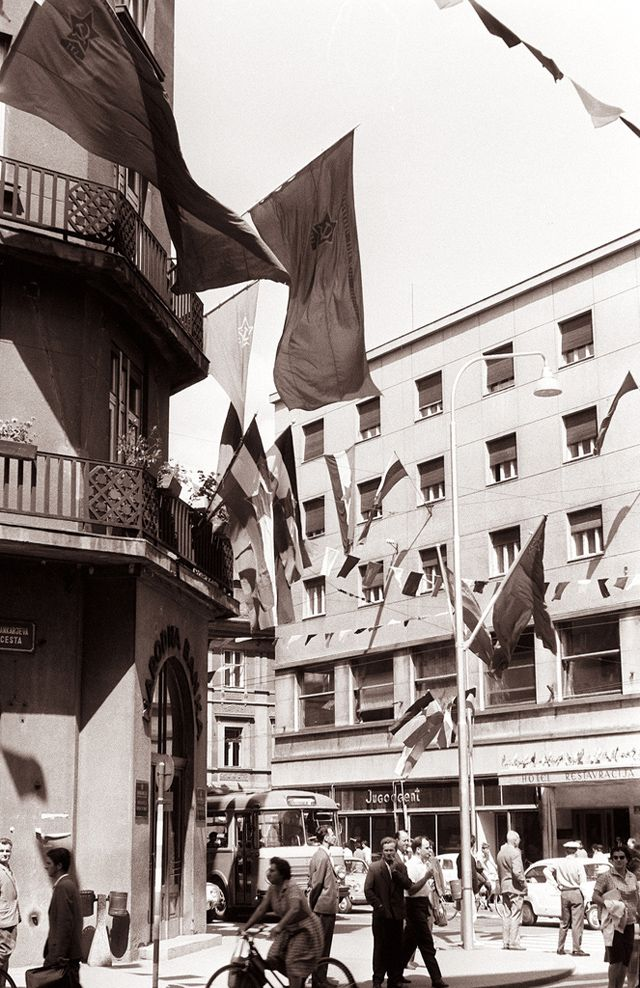 83 Fantastic Black And White Snapshots Documented Everyday Life Of Ljubljana Slovenia In The Early 1960s Vintage Everyd Ljubljana Roman City Black And White
