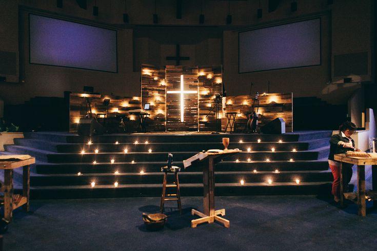 十字架をキャンドルで照らすのもありかも。