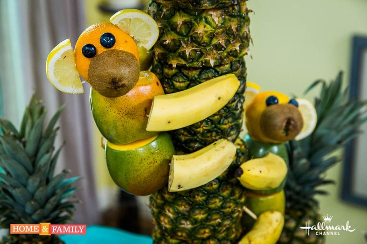Pineapple Tree Centerpiece w/ Monkeys made out of fruit! How much cuter can you get!? DIY by @tmemme28!