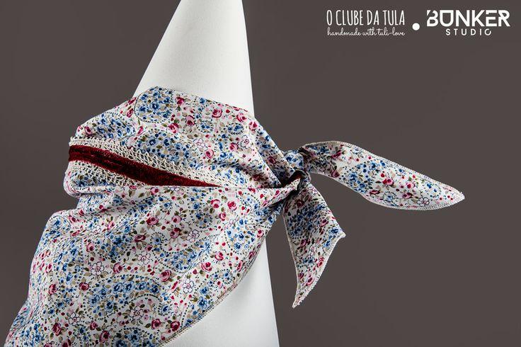"Pañuelo para perros ""Romantic"" Flowers (strong), cinta tricot/velvet, 100% algodón. Glamouroso y original, en O Clube da Tula... http://oclubedatula.com/es/produtos/item/panuelo-romantic-flowers-strong-cinta-tricotvelvet-bordeau/"