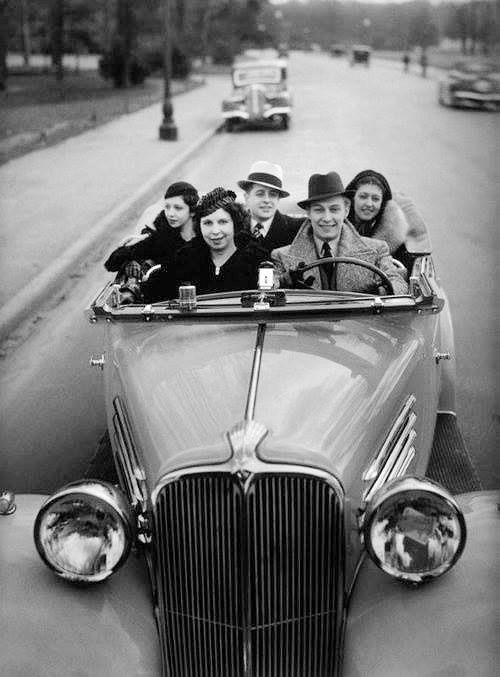 Paris 1934 - Robert Doisneau - what a great picture