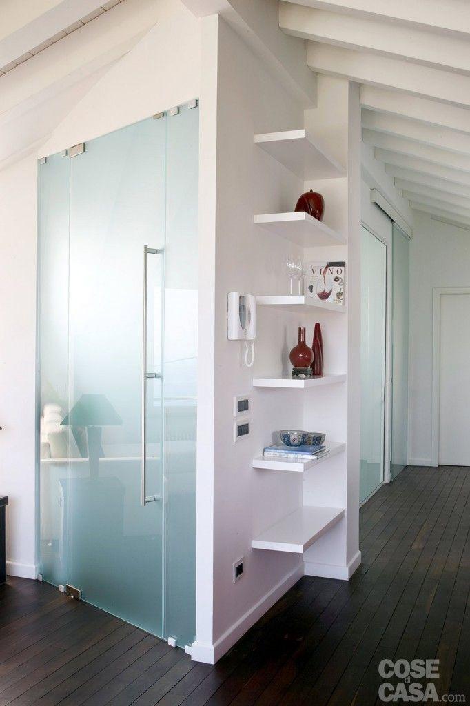 All'ingresso la porta in vetro acidato #casa #cosedicasa #arredamento #arredocasa #living #openspace #mansarda #arredarecasa #design #home #house