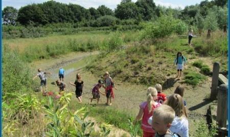 Het blote voeten pad, in Gelderland, om op je blote voeten doorheen te banjeren. Heb er nu al zin in. Lekker gras aan den voetjes (en modder, en wormen, en troep. Lekker.)