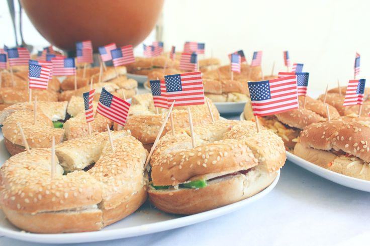 Comme promis, je reviens avec les recettes de notre buffet préparé à l'occasion de notre fête américaine.  Pour ce repas, nous avons fait la quasi-totalité des plats par nous-mêmes la veille et le mat