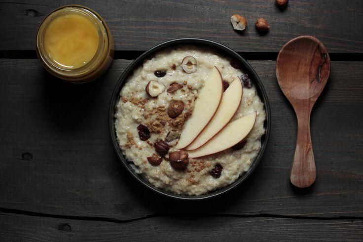 Schnelles Porridge-Rezept mit 100% natürlichen Zutaten und extra viel Eiweiß. Starte mit Power in den Tag. Zum Abnehmen oder für den Muskelaufbau.