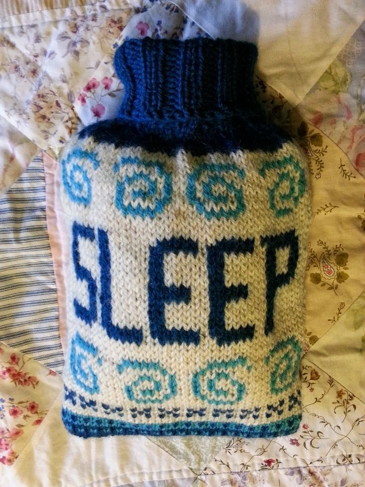 Free pattern - Sleepy Hot Water Bottle Cover